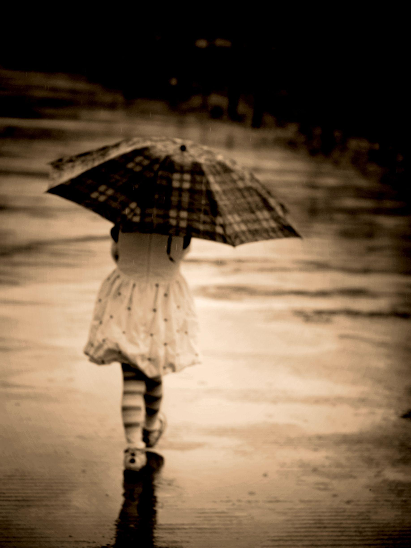 girl-with-umbrella-in-rain-little-girl-rain-umbrella